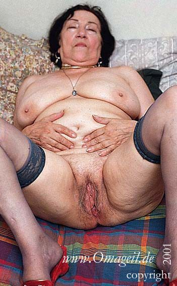 Hairy gilfs in pantyhose need to get off 1