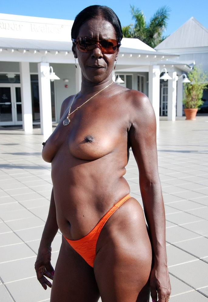 Old mature ebony porn